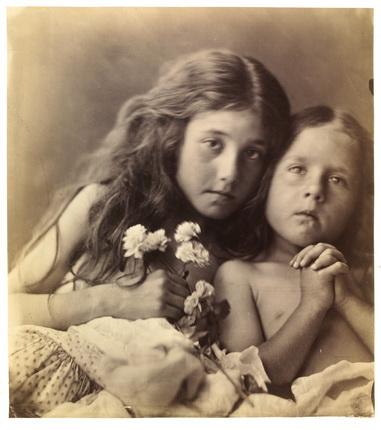 Джулия Маргарет Кэмерон. Красные и белые розы, 1865. © Victoria and Albert Museum, Лондон