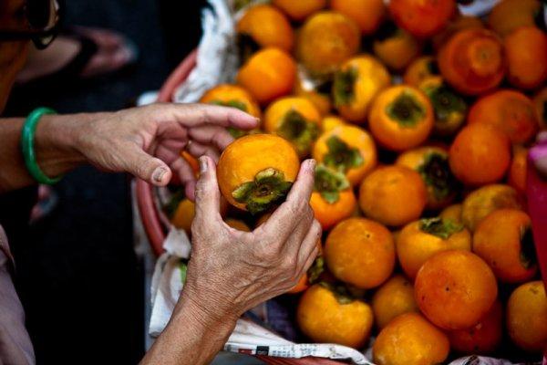 hands-fruit