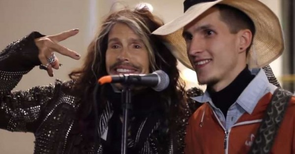 Стивен Тайлер из Aerosmith просто взял и спел с московским уличным музыкантом