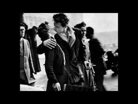 Робер Дуано - «Поцелуй у здания муниципалитета»